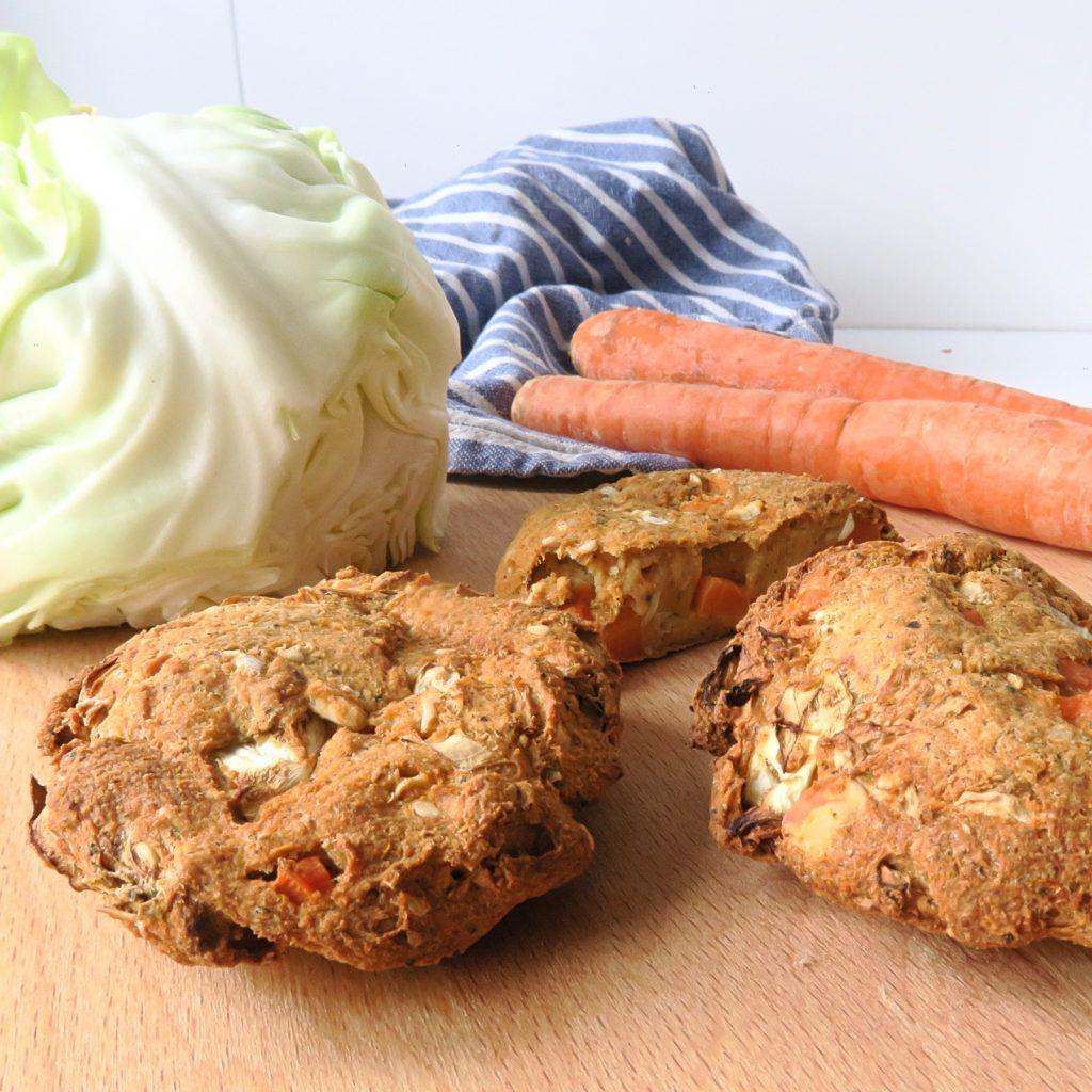 Bratlinge mit Weißkohl und Karotte