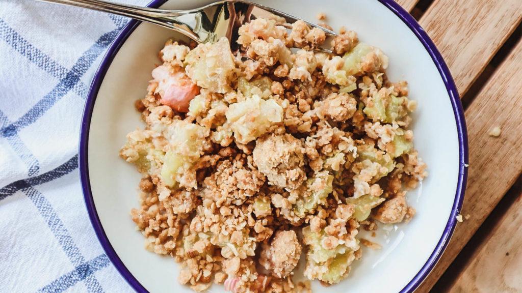 Rhabarber Crumble gelingt auch vegan und glutenfrei!