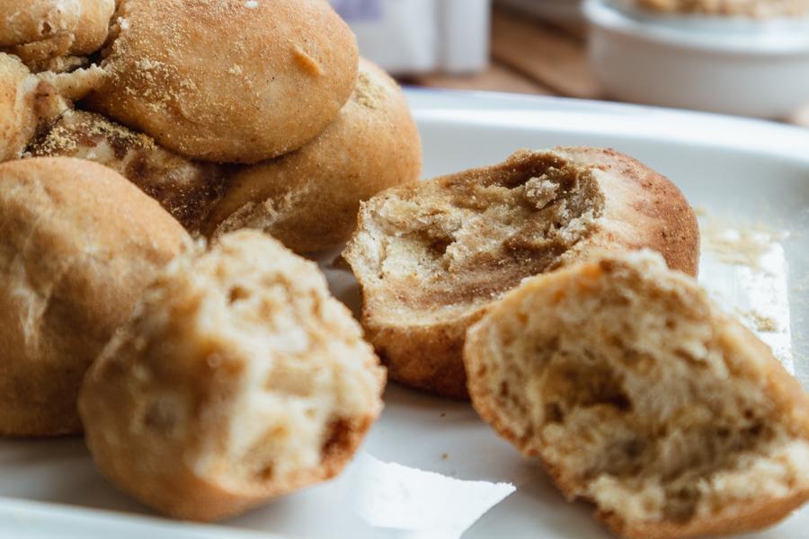 herzhaftes Monkey Bread mit Senfmehl – perfekt zum Grillen