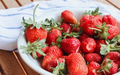 Vorsichtig Pestizide! Darum solltest du nur Bio Erdbeeren kaufen