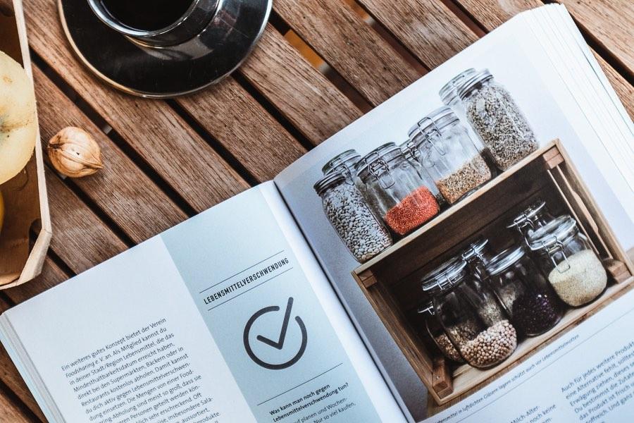 """Das Bild zeigt die Rubrik Haushalt des Buchs """"Besser naturbewusst leben"""" von Viktoria Heyn"""