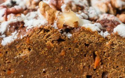 Herbstliche Gaumenfreude: Saftiger Kürbiskuchen mit Karotte & Walnuss
