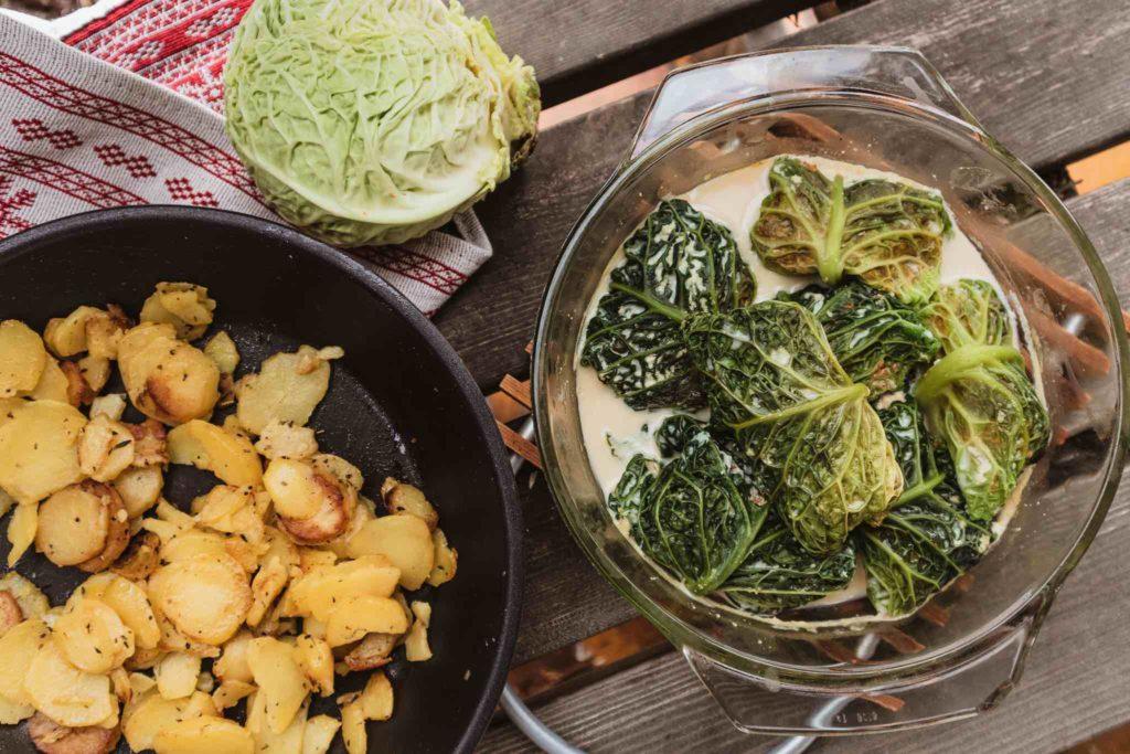 Vegane Kohlrouladen sind ein super saisonales Rezept für den Winter.