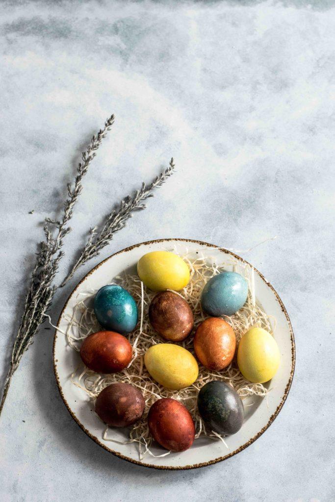Warum du gefärbte Eier nichts kaufen solltest