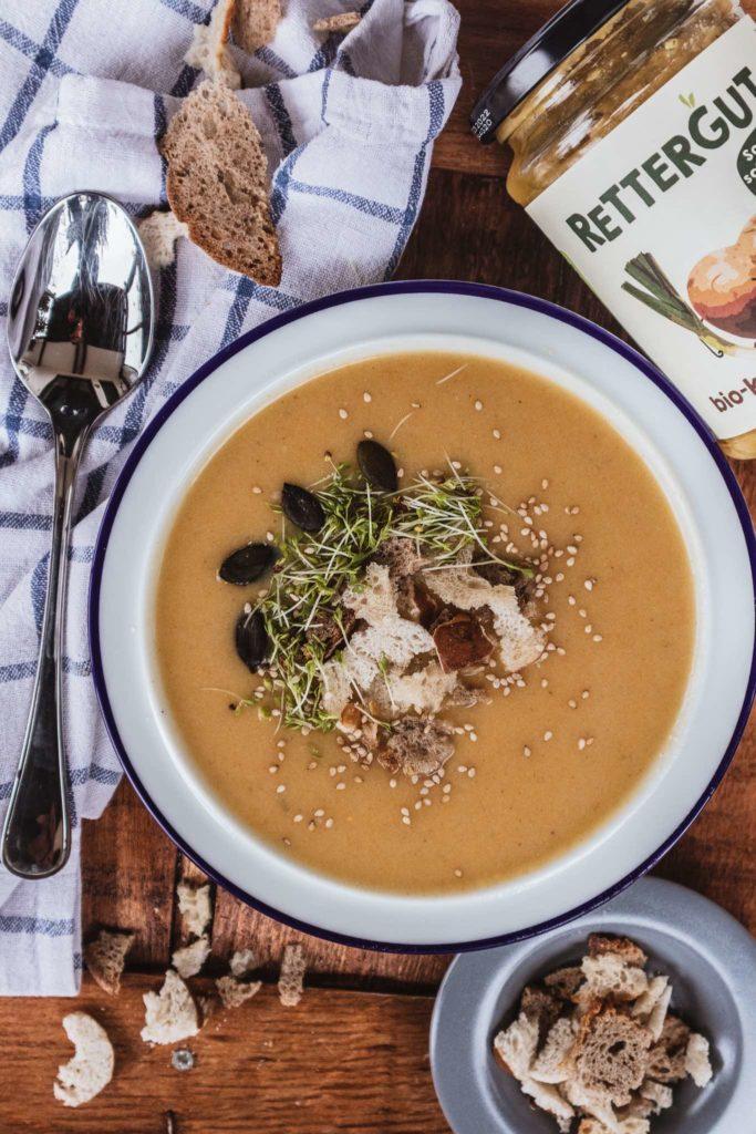 Croutons, Kerne, Kresse und Sprossen passen gut auf jede Suppe!