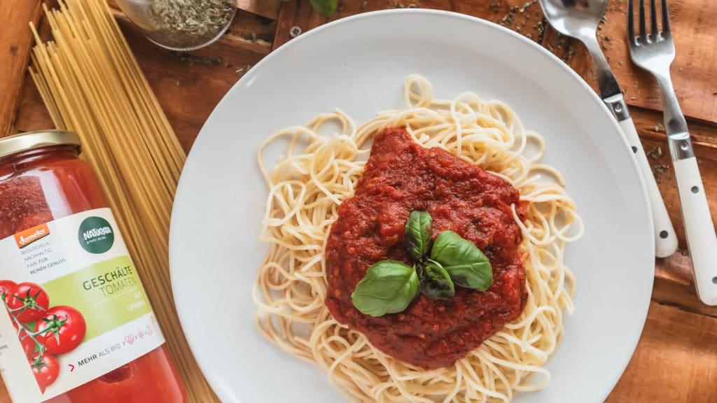 Spaghetti Napoli sind der Klassiker bei Nudeln mit Tomatensauce