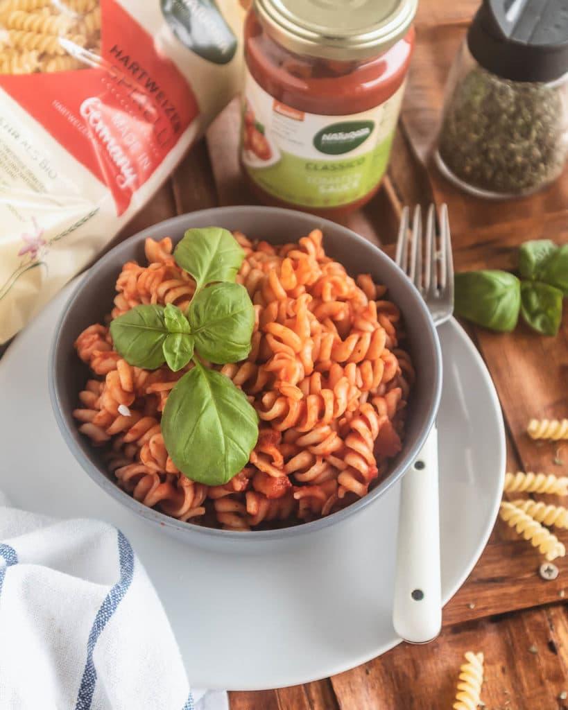 Spirelli sind die perfekten Nudeln, um viel Tomatensauce aufzunehmen.